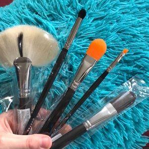 AUTHENTIC Morphe Brushes Set of 5